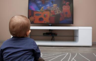 Nghiên cứu của Harvard cho thấy có một khoảng cách lớn giữa những đứa trẻ 'xem TV' và 'không xem TV' khi chúng lớn lên
